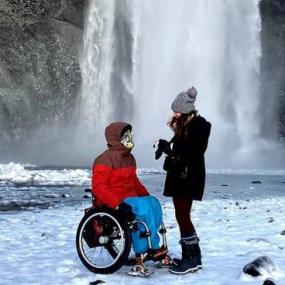 In sedia a rotelle fra deserti e ghiacciai: viaggi da sogno contro le barriere